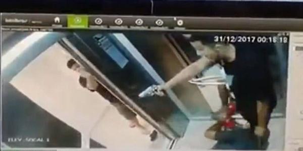 巴西三警察与游客电梯里展开枪战 一警察腿部中枪