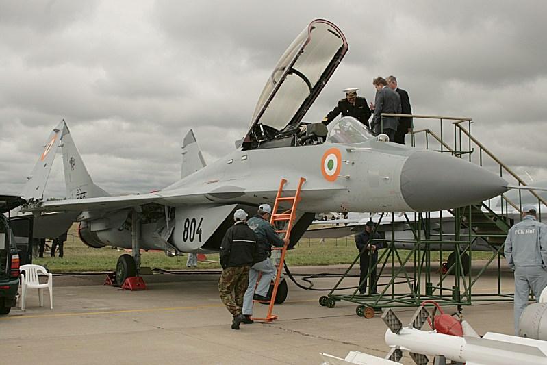 印度军机又出事!米格29k起飞时冲出跑道起火