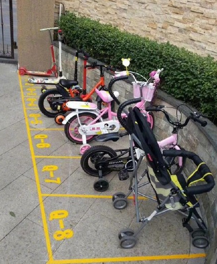 """重庆一幼儿园设置童车停车位 小朋友早起""""抢车位"""""""