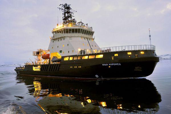 """俄首艘军用破冰船""""伊利亚-穆罗梅茨""""号抵达北莫尔斯克港"""