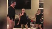 父亲穿紧身连衣裤陪女儿跳热舞