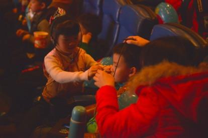 《咕噜咕噜美人鱼2》气味电影体验 小朋友惊呼