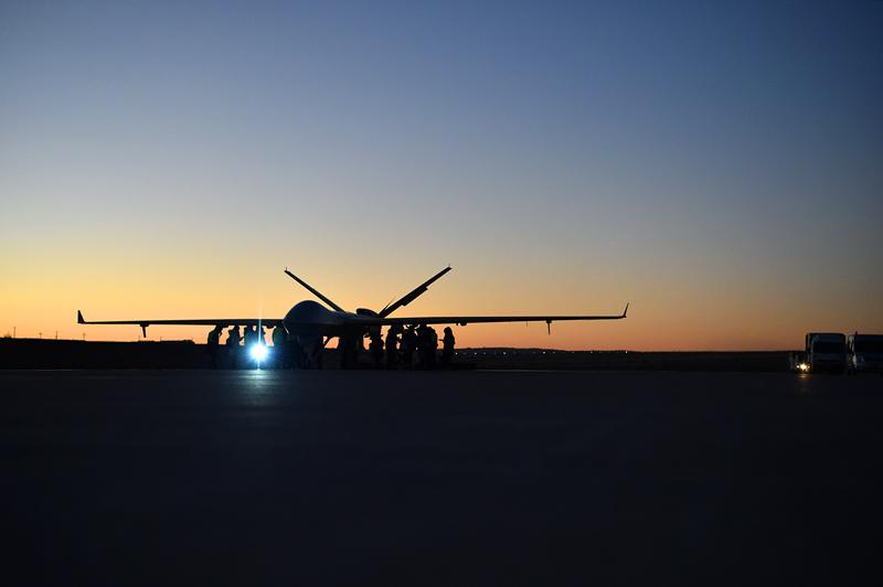 翼龙II挂弹。张祖德 摄 (航空工业成都所提供)