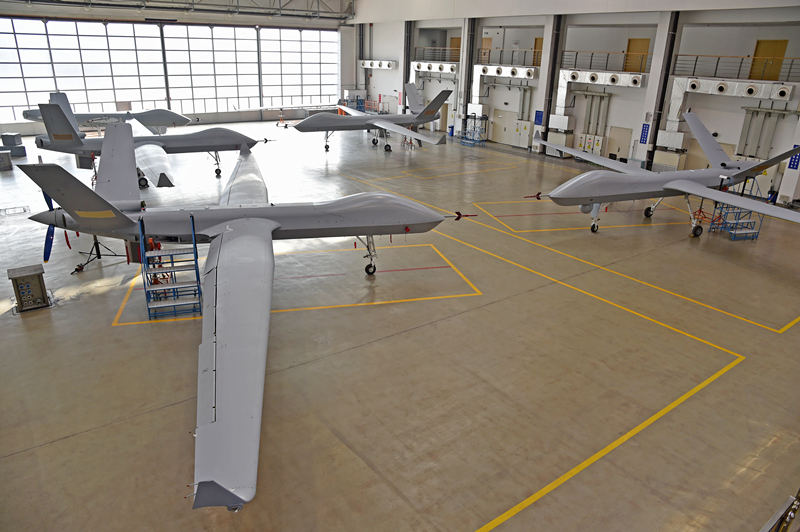 翼龙Ⅱ无人机批量交付飞机。朱鹏 摄 (航空工业成都所提供)