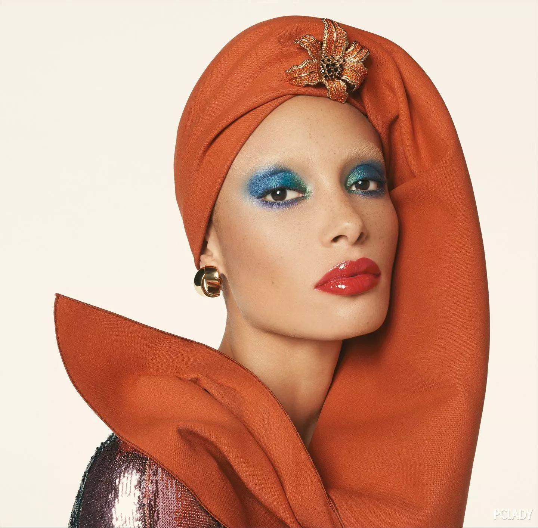 时髦精|从满脸雀斑的最丑超模到舆论制造机,为何整个时尚圈都为之疯狂?