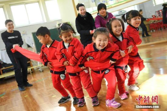 教育部:中小学幼儿园教师实施5年一周期全员培训