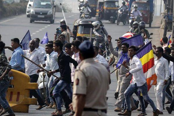 """印度孟买""""贱民""""团体发起罢工抗议活动 城市秩序混乱"""