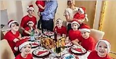 英国夫妇连生十胎男孩 组成最独一无二的家庭