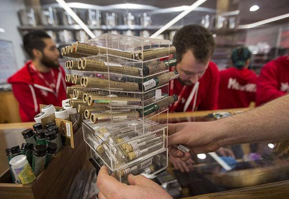 美国加州开售娱乐用大麻 相关制品五花八门