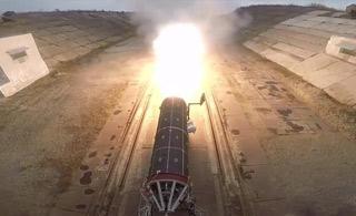 乌克兰新型弹道导弹曝光 点火测试场面震撼