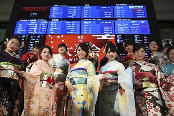 日本新年股市首个交易日 和服美女助阵开市靓丽吸睛