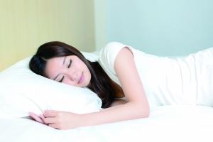 软床垫是舒服 但睡久了伤身体