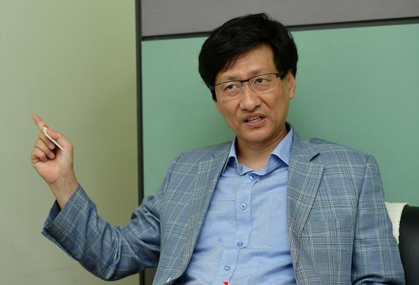 韩国男子把总统文在寅告了!系最大电视台前高管