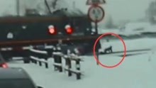 俄男子戴耳机穿轨道 被火车撞倒竟奇迹生还