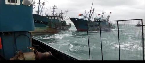韩海警再向中国渔船开火:发射453发子弹 扣20人