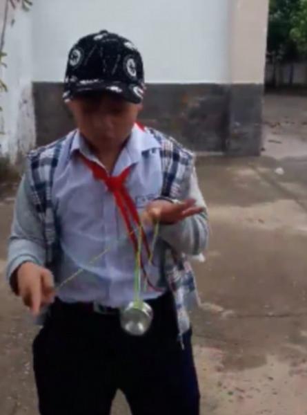 酷!越南小学生大秀溜溜球精湛技术