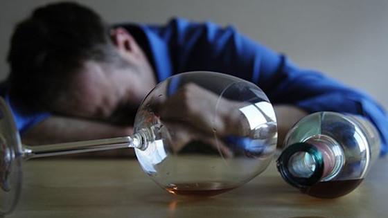 英媒:酒精可诱发癌症 中国人尤其要警惕!