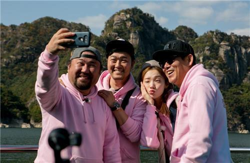 韩国新综艺《盛赞上映中》将播 李圣经成东日出演