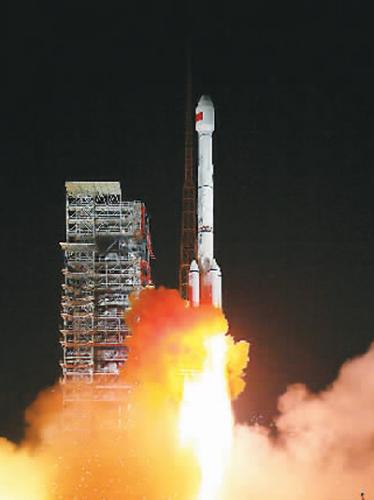 2017年11月5日,中国成功发射两颗北斗三号全球组网卫星。 杨志远摄(新华社发)