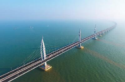清晨的港珠澳大桥。 新华社记者 梁 旭摄