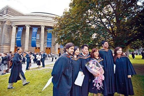 父母望子成龙 加拿大华裔移民二代学历收入表现突出
