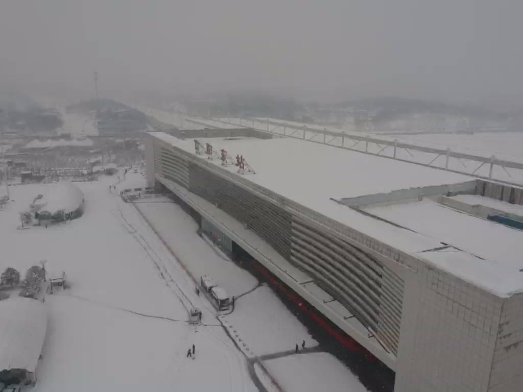 河南信阳积雪近30厘米到小腿肚 气象爱好者无人机实拍