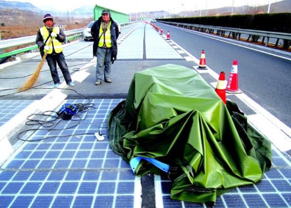 世界首条高速公路光伏试验于济南正式通车 路面仅开通5天就被偷