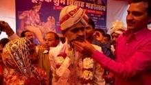 印度一男子参加朋友婚礼 结果被绑架成为新郎