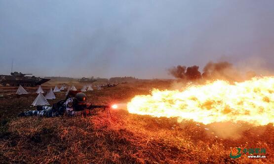 海军陆战队红蓝对抗战火起 提高全天候作战能力