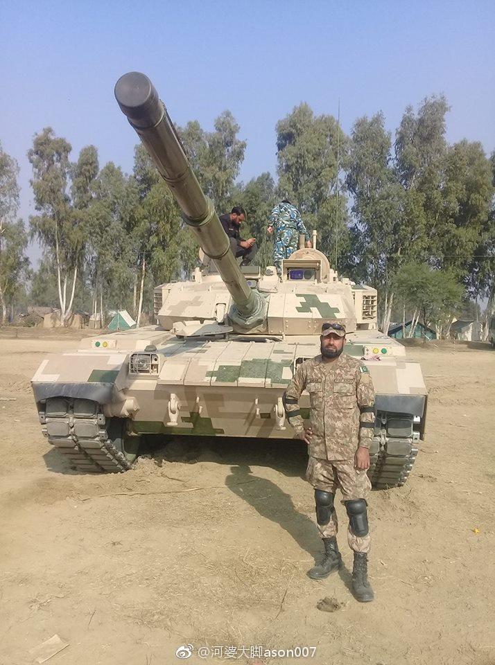 パキスタン、VT-4戦車を試験中か...