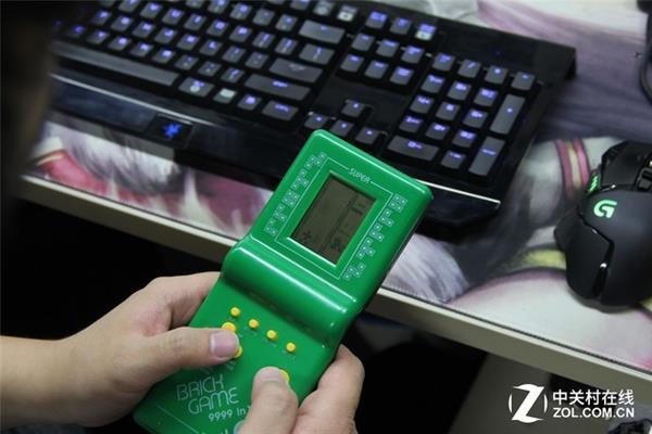 80/90后回忆杀!9块9包邮的掌上游戏机:爽到了