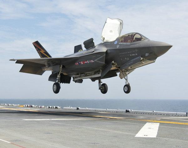 美媒:美军准航母进驻东亚 可搭载F35B战机