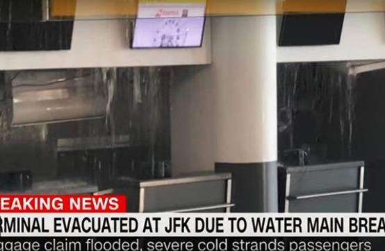 美国肯尼迪机场水管破裂 机场淹水致航班延误