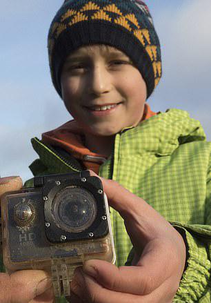 英男孩海边弄丢相机 4个月后被德国岛民归还