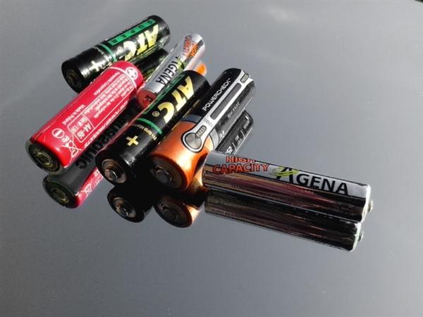 世界首块弹性电池问世!可穿戴设备将迎技术革新