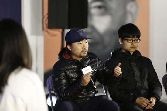 """摄影艺术家王远凌认为""""拍照吧少年""""是对中国摄影基础教育缺失的一个补充。"""