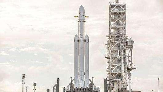 推力2500吨!美SpaceX公司将发射猎鹰重型火箭