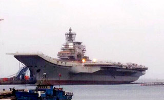 国产航母新照曝光 综合桅杆仍在施工