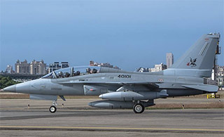 泰国2架T-50高教机即将到货 经停高雄机场