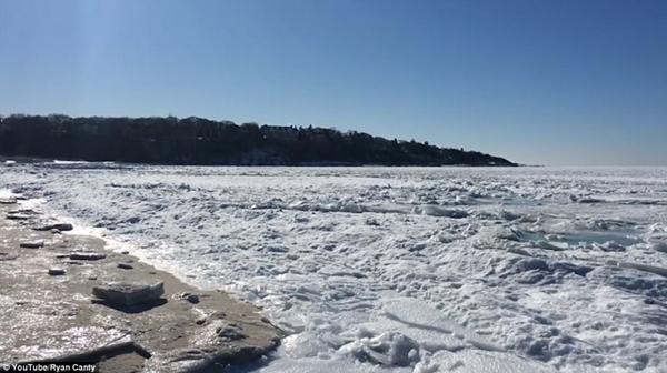 美马萨诸塞州大海被冻住 属80年来第三次
