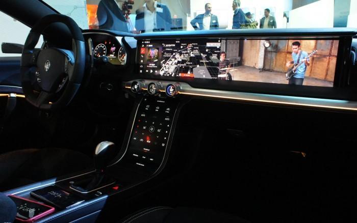 哈曼展示概念数字驾驶舱:不止有OLED还有QLED