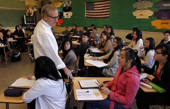 美国MBA留学费用高 申请奖学金是王道