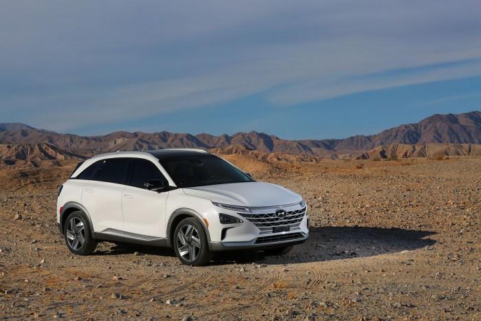 现代发布新氢燃料汽车Nexo:续航更长、充电更快