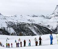 瑞士滑雪胜地存在雪崩危险 1.3万名游客被困