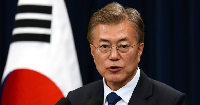 文在寅:不奢望朝韩立刻统一 目标解决朝核问题