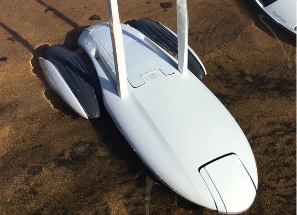 声纳遥控模型船 可帮用户创建水下地形图甚至捕鱼