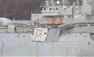 俄登陆舰疑发生事故 舷墙有撞击痕迹