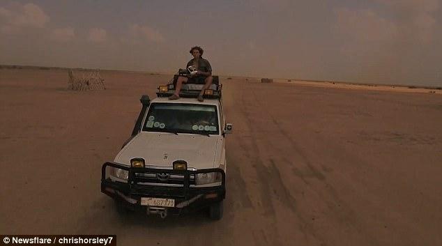 """英探险家埃塞俄比亚拍摄险遭无人机""""攻击"""""""