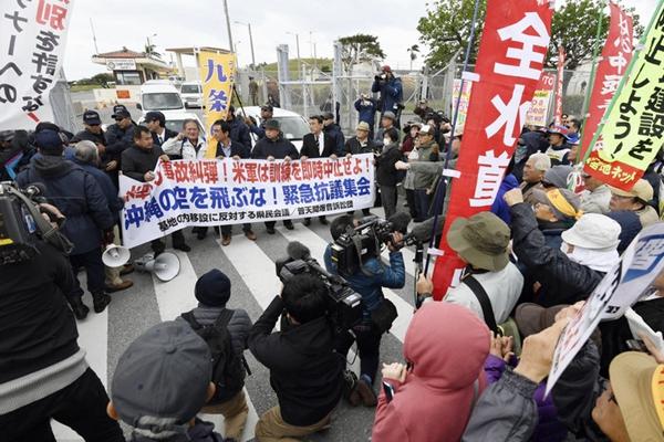 驻日美军飞机迫降事故频发 冲绳民众集会抗议