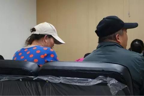 """大陆女子嫁到台湾被判""""假结婚"""":10年育两子 靠收垃圾度日"""